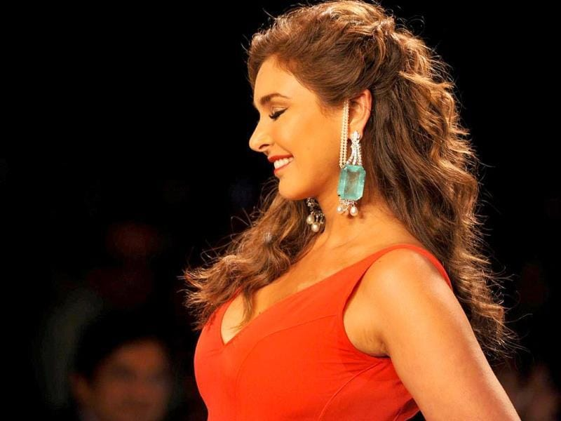 Actor Lisa Ray displays jewellery by designer Farah Khan during the IIJW in Mumbai on July 14, 2014.