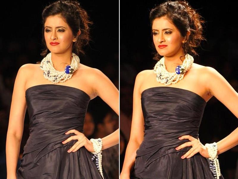 Actor Mihika Verma walks the ramp showcasing the jewellery by Indian Institute of Gems and Jewellery (IIGJ) during the IIJW in Mumbai on July 14, 2014.