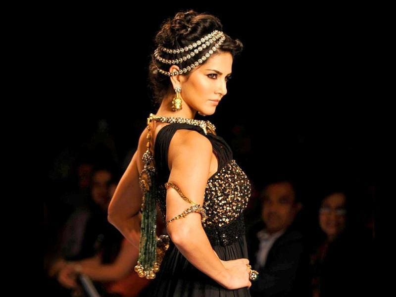 India International Jewellery Week (IIJW), a three-day event currently taking place at Grand Hyatt in Mumbai, saw actor Sunny Leone walk the ramp on Day 1 for jewellery brand 'Apala by Sumit' on July 14, 2014. The pieces are designed by Sumit Sawhney who presented the actor as 'royal tribal queen'. (All photos: IANS)