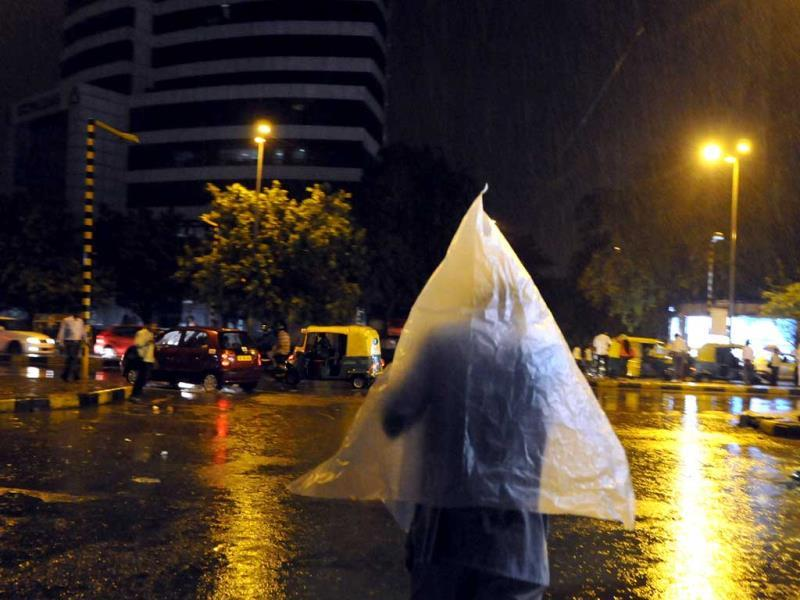 Sudden rain in Delhi in the evening brings relief during summer. (Subrata Biswas/HT Photo)