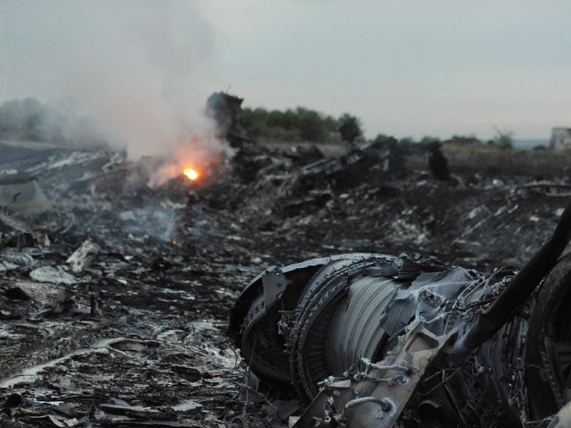 Wreckages of the malaysian airliner carrying 295 people from Amsterdam to Kuala Lumpur after it crashed, near the town of Shaktarsk, in rebel-held east Ukraine on July 17, 2014. Pro-Russian rebels fighting central Kiev authorities claimed that the Malaysian airline that crashed in Ukraine had been shot down by a Ukrainian jet. (AFP/Dominique Faget)