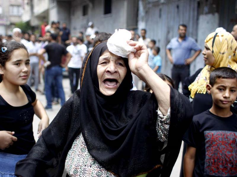 A Palestinian woman reacts during the funeral of nine people in Khan Yunis, in the southern Gaza Strip (AFP Photo)