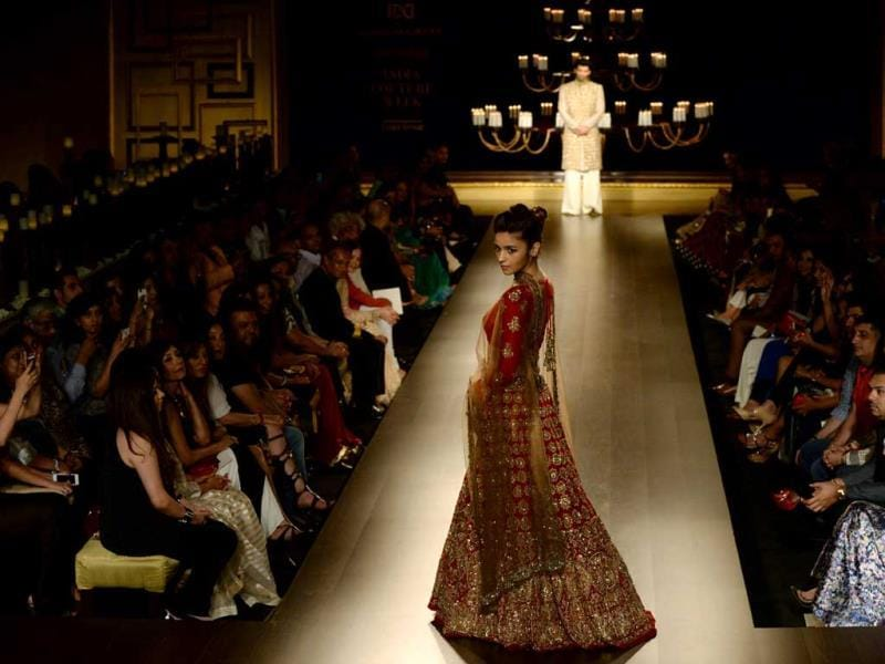 Alia Bhatt in a Manish Malhotra lehenga at India Couture Week 2014 in New Delhi on July 19, 2014. (AFP Photo)