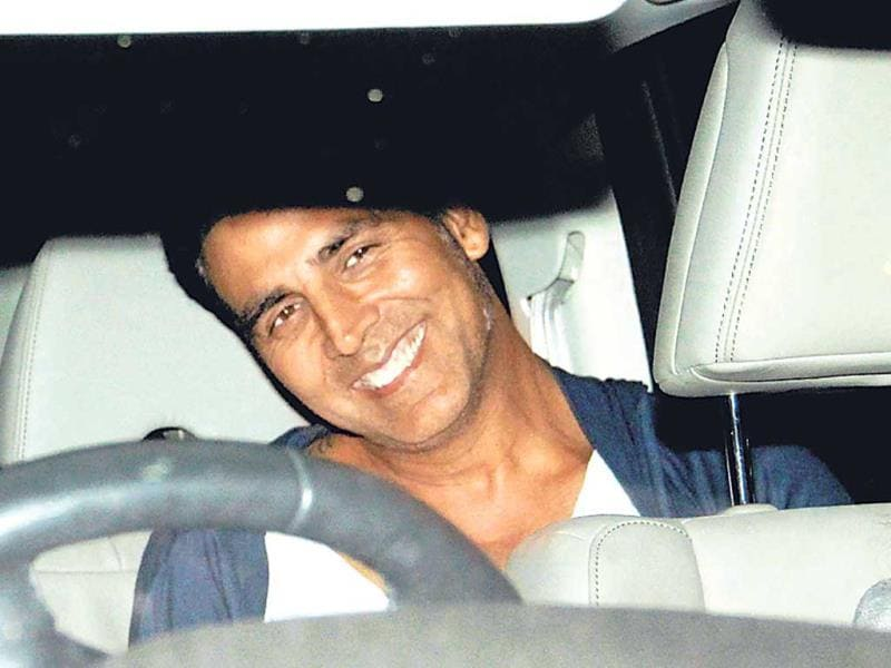 Akshay Kumar was spotted on a movie outing.(Photo: Viral Bhayani)