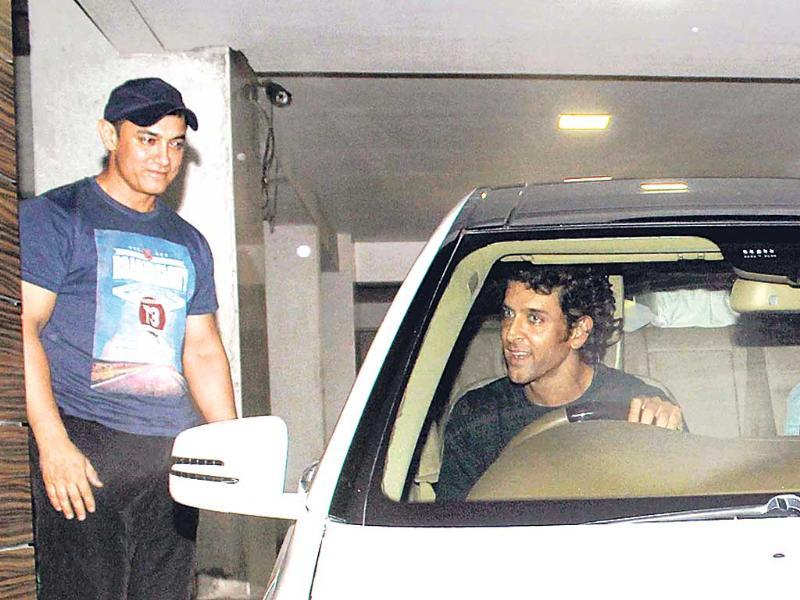 Post the tiring football match, Hrithik Roshan and Kunal Kapoor attended a dinner hosted by Aamir Khan at his Bandra residence. (HT Photo)