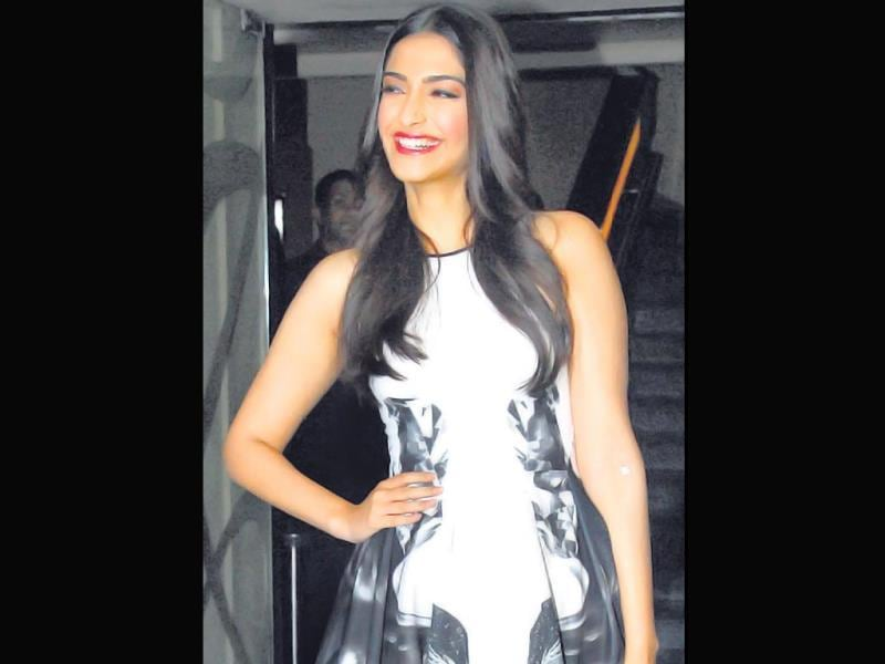 With a medical tape on her left arm, looks like Sonam Kapoor attended this event post a blood donation. (HT Photo)