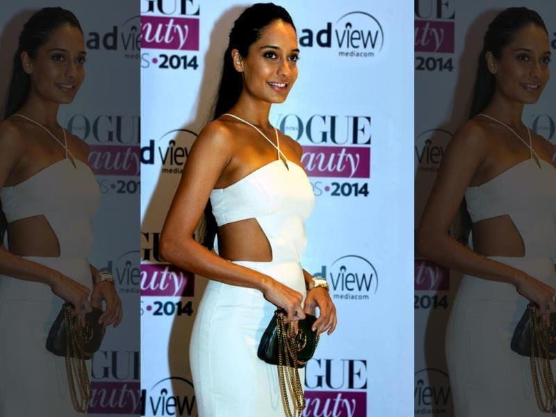 Bollywood actror Lisa Haydon looks stunning at the 2014 Vogue Beauty Awards in Mumbai. (AFP)