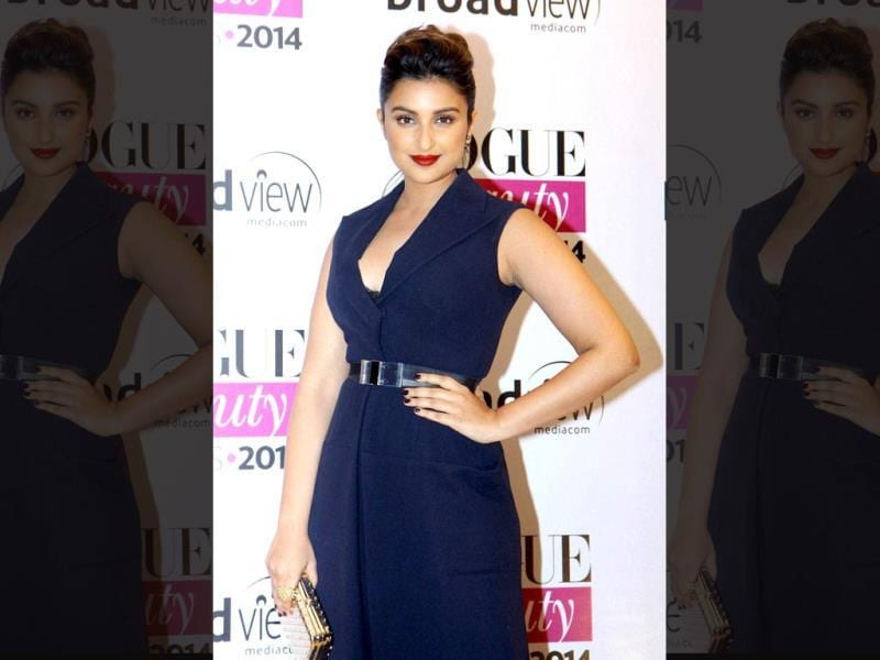 The Vogue Beauty Awards 2014 was commpletely a star stuck event and saw many bollywood divas at the event in Mumbai.  Actor Parineeti Chopra looks beautiful at the Vogue Beauty Awards 2014 in Mumbai.(PTI)