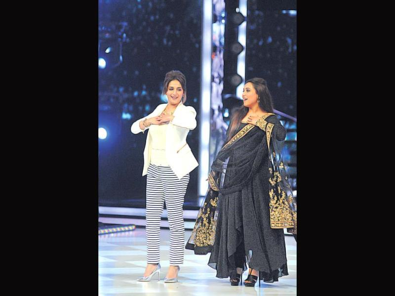 Madhuri Dixit Nene dances with Rani Mukerji on the sets of a dance reality show (Photo: Prodip Guha)
