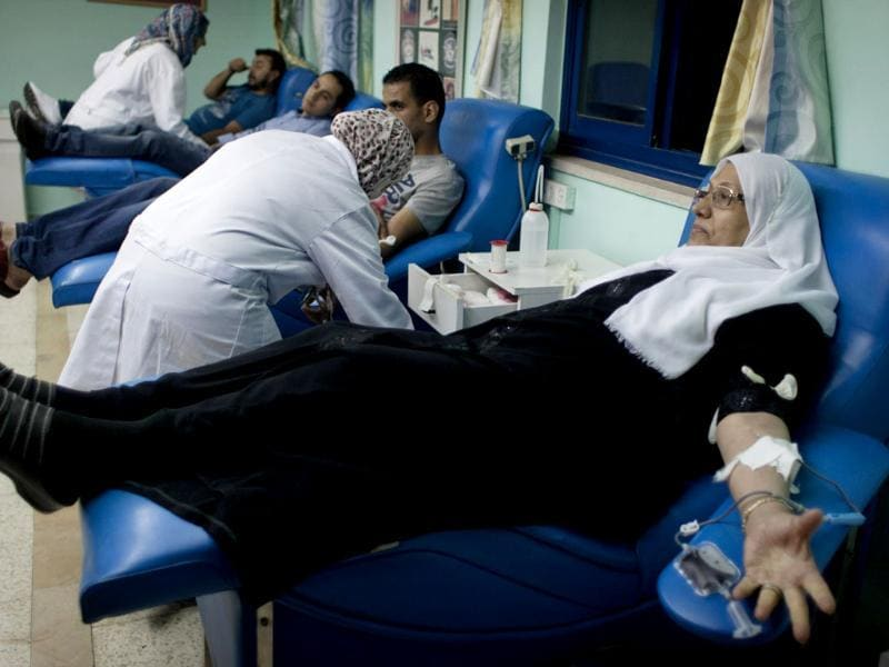 Palestinian volunteers donate blood at the blood bank of Ramallah Hospital, in the West Bank city of Ramallah. (AP photo)