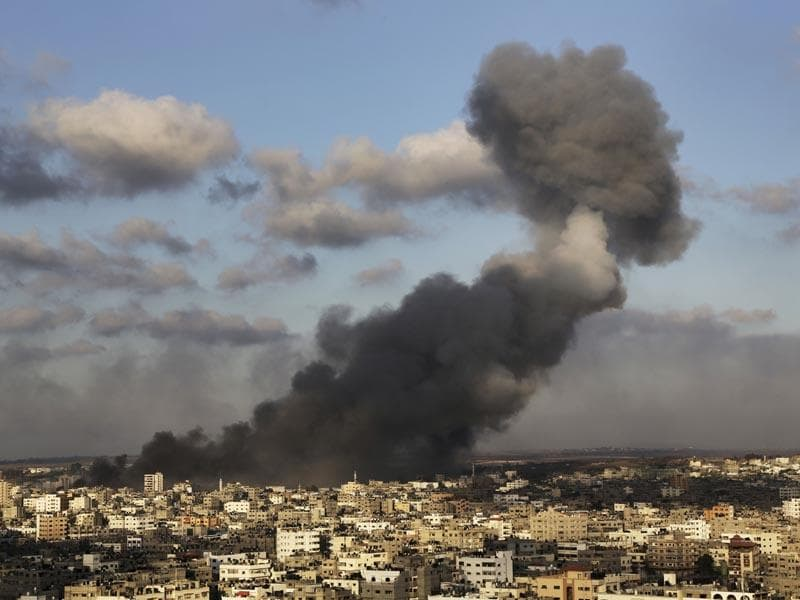 Smoke from an Israeli strike rises over Gaza City on July 24, 2014. (AP photo)