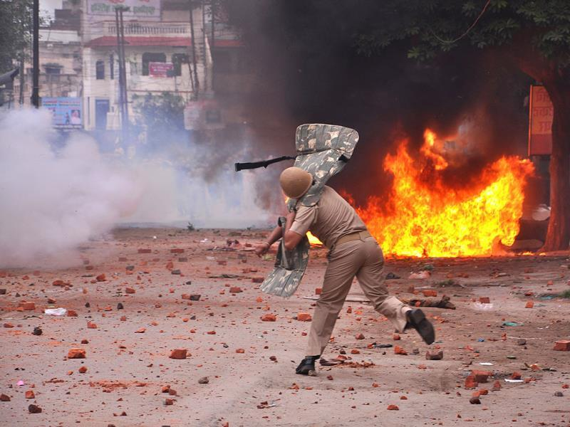 Violent clashes broke out between two communities over a land dispute in Saharanpur, Uttar Pradesh. (Shankar/HT photo)