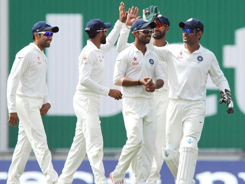 India's fielders celebrate the wicket of England's Sam Robson for 26 runs by Mohammed Shami during play on the first day of the third cricket Test match between England and India at The Ageas Bowl cricket ground in Southampton. (AFP photo)