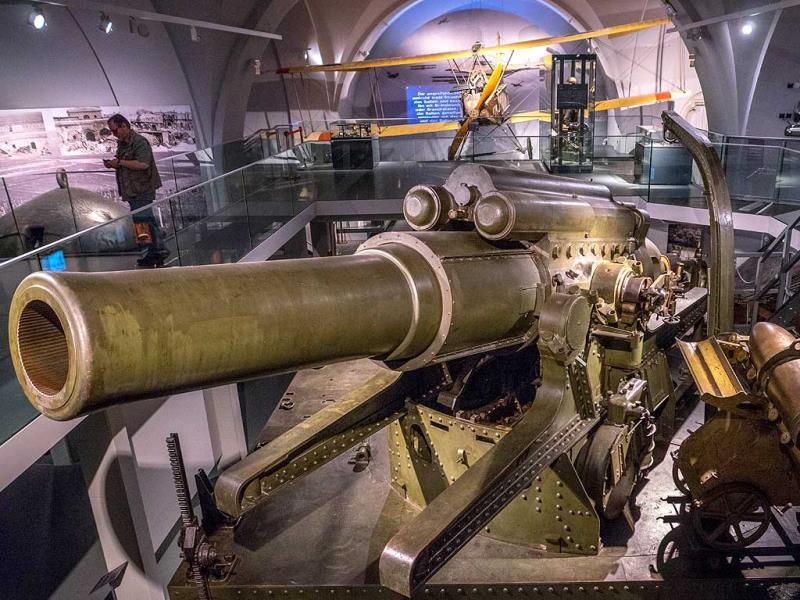 A file photo of a gigantic canon 38 centimeters caliber Howitzer from 1916 weighting over 80 tons, on display at Vienna's Austrian Military Museum (HGM), before the upcoming 100-year anniversary of the beginning of World War I. (AFP photo)