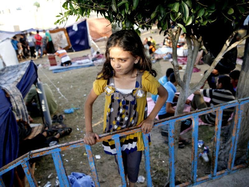 A Palestinian girl who fled an Israeli ground offensive and air strikes, stands near makeshift tents in the garden of the Shifa hospital in Gaza City. (Reuters photo)