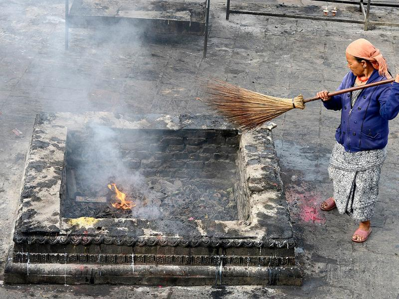 A Nepalese woman sweeps prior to the visit by Prime Minister c at the Pashupatinath Temple in Kathmandu. (AFP photo)