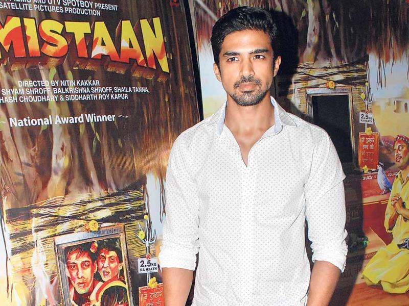 Saqib Saleem keeps it casual with this pin-dot print in pastel.