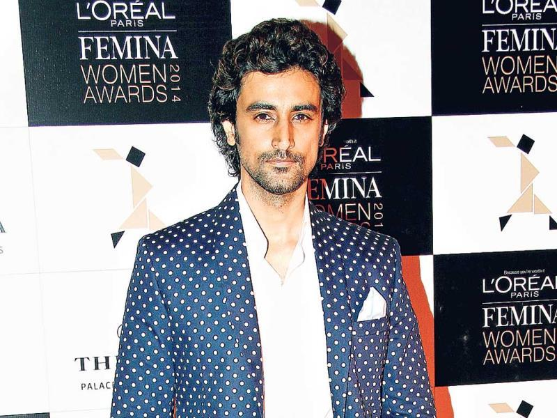 Look swanky at formal dos. Let Kunal Kapoor show you how to pull off the look.