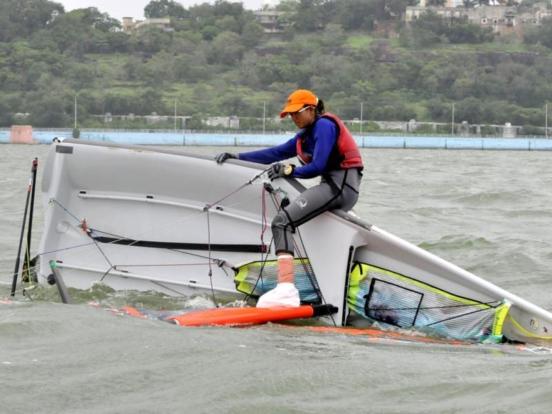 Sailor Ekta Yadav from MP tries to rescue her capsize boat despite a broken leg during the first 29er Inland National Sailing Championship. (Mujeeb Faruqui/HT photo)