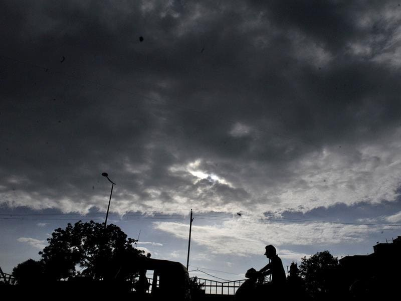 Dark clouds hover over Indore sky on Friday. (Amit K Jaiswal/HT photo)
