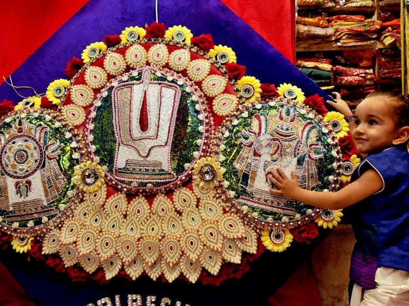 A 50-inch rakhi prepared by Palrecha Brothers, a shop in Indore, which was tied at Khajrana temple on Rakshabandhan Day. (Arun Mondhe/HT photo)