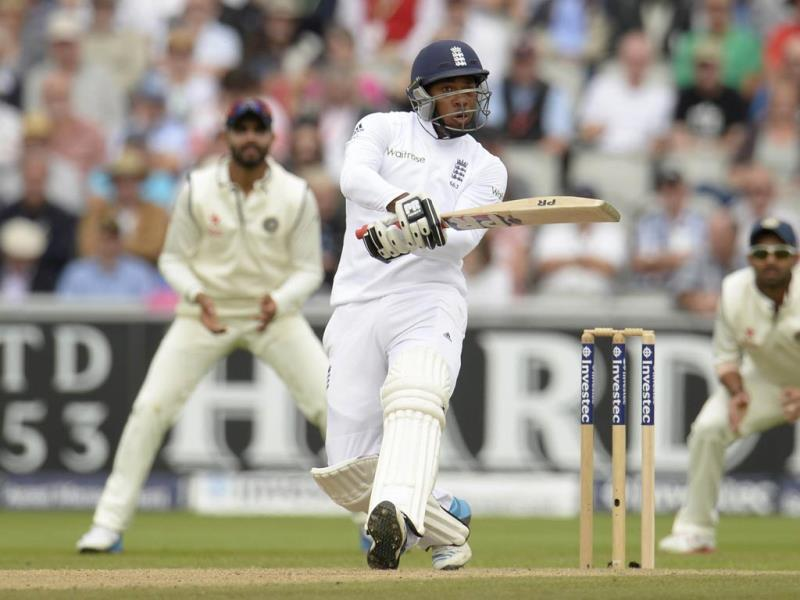 England's Chris Jordan looks on as he is caught by India's Varun Aaron (REUTERS Photo)