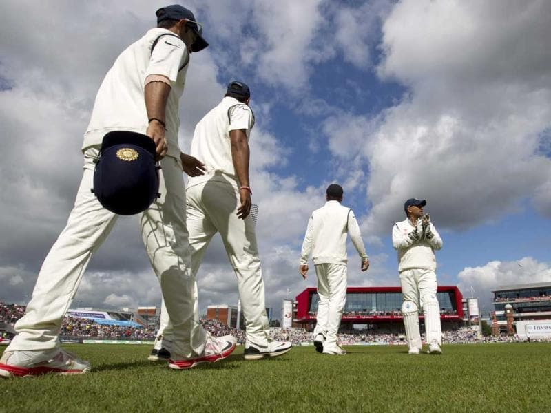MS Dhoni (R) applauds as he takes the pitch on the third day of the fourth Test against England at Old Trafford cricket ground, in Manchester, England. (AP Photo)