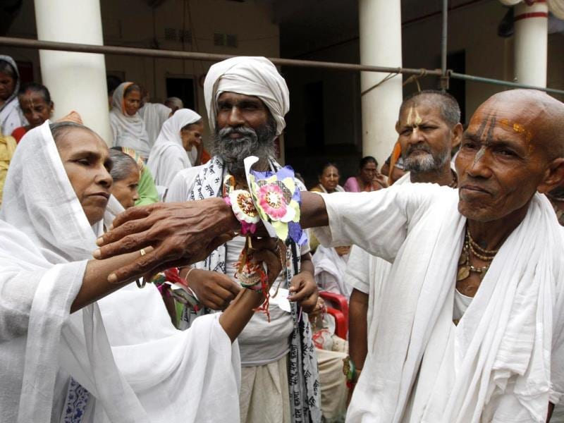 Around a thousand widows living in Vrindavan celebrate rakhi for the first time, defying age old traditions of Indian society. (Virendra Singh Gosain/HT Photo)