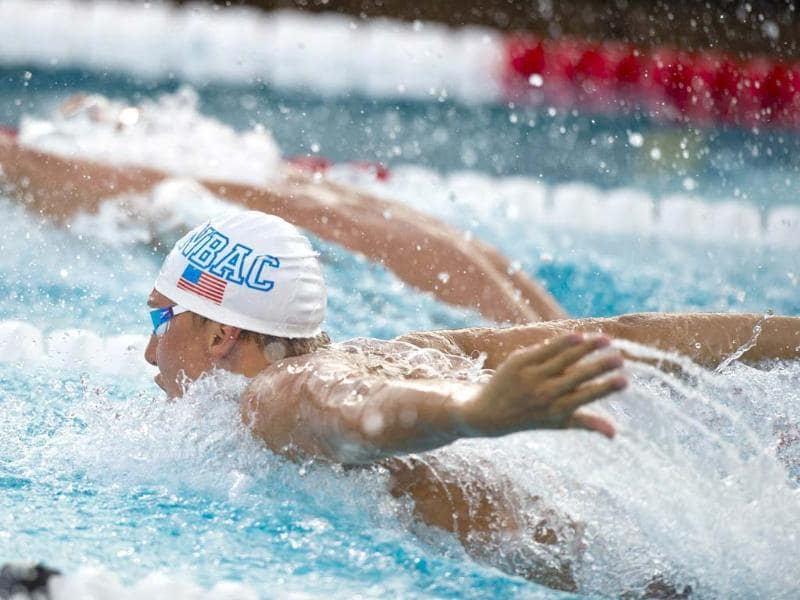 Michael Phelps (R) chases Ryan Lochte (background) in the men's 200m individual medley final at the 2014 Phillips 66 National Championships at the Woollett Aquatic Center in Irvine, California. (AFP Photo)
