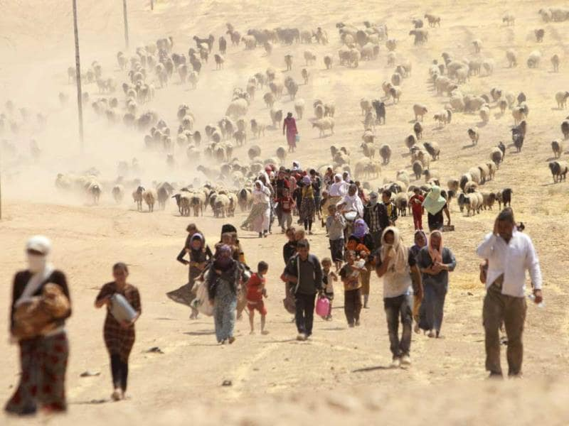 Displaced people from the minority Yazidi sect, fleeing violence from forces loyal to the Islamic State in Sinjar town. (Reuters Photo)