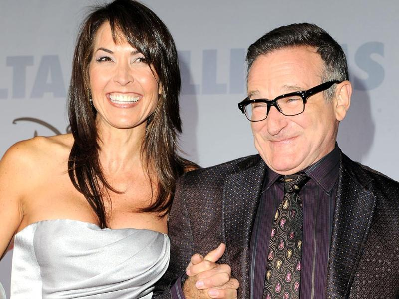 This November 9, 2009 file photo shows actor Robin Williams, right, and his wife Susan Schneider at the premiere of Old Dogs in Los Angeles. (AP photo)