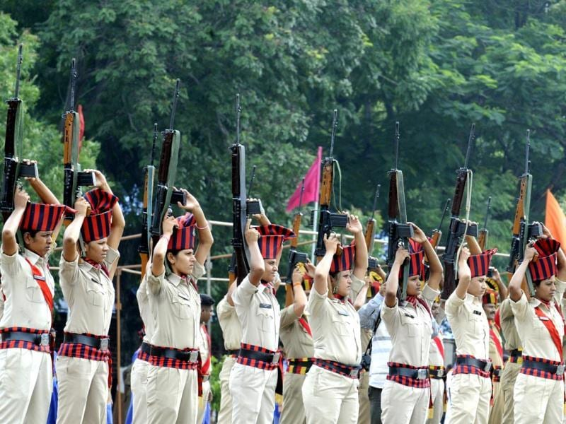 Woman cops rehearse for Independence Day parade at Mahesh Guard line in Indore. (Amit K Jaiswal/HT photo)