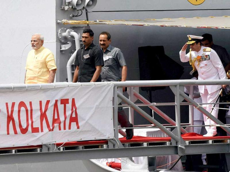 PM Narendra Modi along with admiral RK Dhowan, chief of naval staff during the commissioning ceremony of INS Kolkata at the Naval Dockyard in Mumbai. (PTI photo)