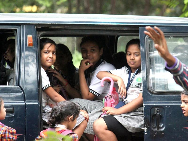 A private and illegal van in Indore carrying schoolchildren, which according to the Supreme Court guidelines, is violation of rules. (Shankar Mourya/HT photo)