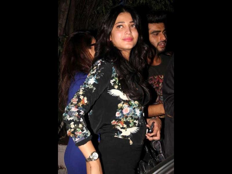 Shruti Hassan and Arjun Kapoor in candid snaps. (Photos: Yogen Shah)