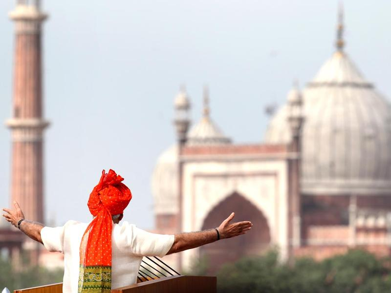 Prime Minister Narendra Modi addressing the nation from Red Fort on the 68th Independence Day in New Delhi. (Ajay Aggarwal/HT Photo)