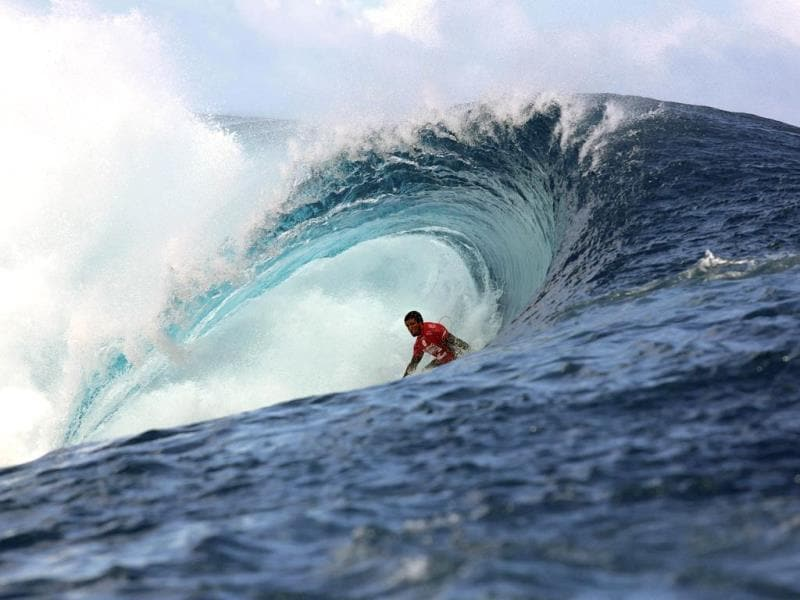 Brazil's Adriano De Souza rides a wave during the 14th edition of the Billabong Pro Tahiti surf event, part of the ASP (Association of Surfing Professionals) world tour, in Teahupoo, on the French Polynesian island Tahiti. (AFP Photo)