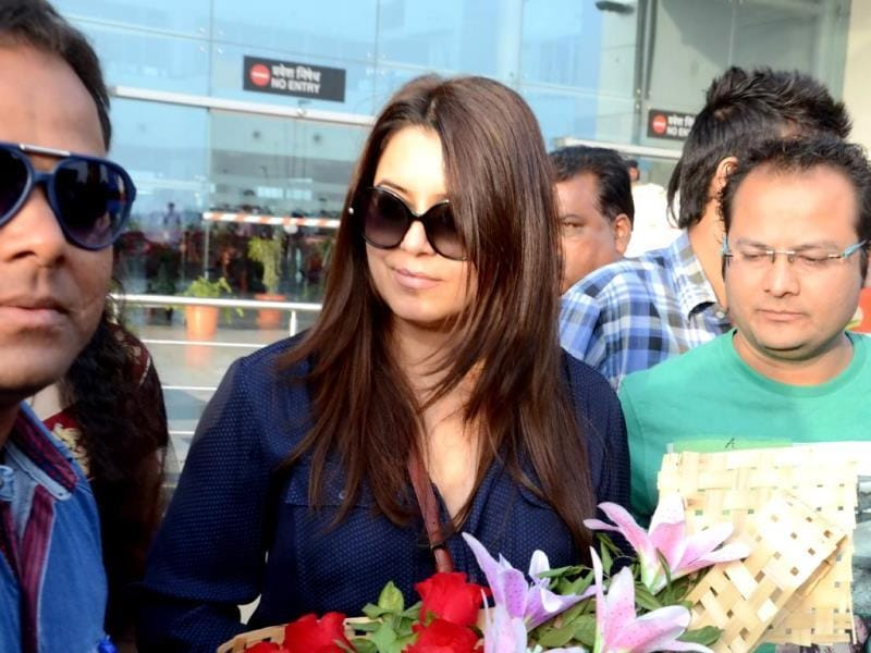 Bollywood actor Mahima Choudhary arrived at Raja Bhoj International Airport in Bhopal on Tuesday. She visited the city to participate in a 'Dahi-Handi' competition. (HT photo)