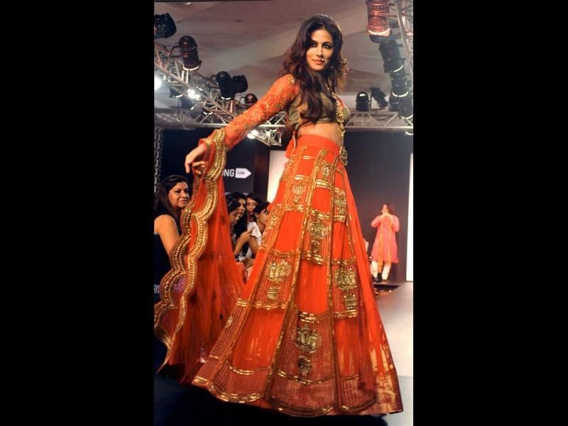 Bollywood actor Chitrangada Singh showcases a creation by designer Harshitaa Chatterjee Deshpande during the Lakme Fashion Week Winter/Festival 2014 in Mumbai. (AFP PHOTO)
