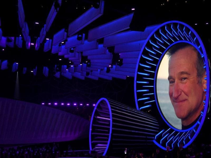 4. The VMA is not all 'haha-hehe'. They also paid an amazing tribute to the recently deceased Hollywood star Robin Williams for his massive contribution to the entertainment industry.