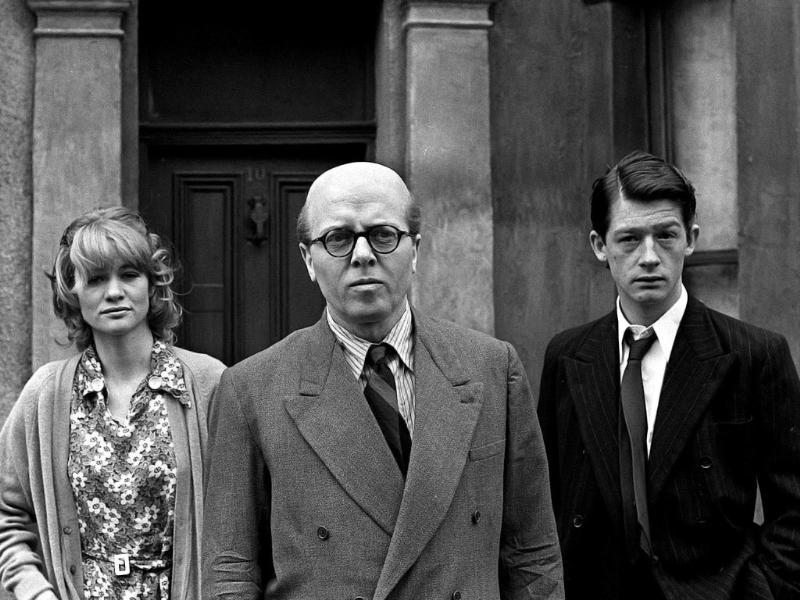 Richard Attenborough, centre, who portrays mass murderer John Reginald Christie in the lead role of 10 Rillington Place stands alongside John Hurt, right, and Judy Geeson in London, England in this 1970 file photo. (AP)