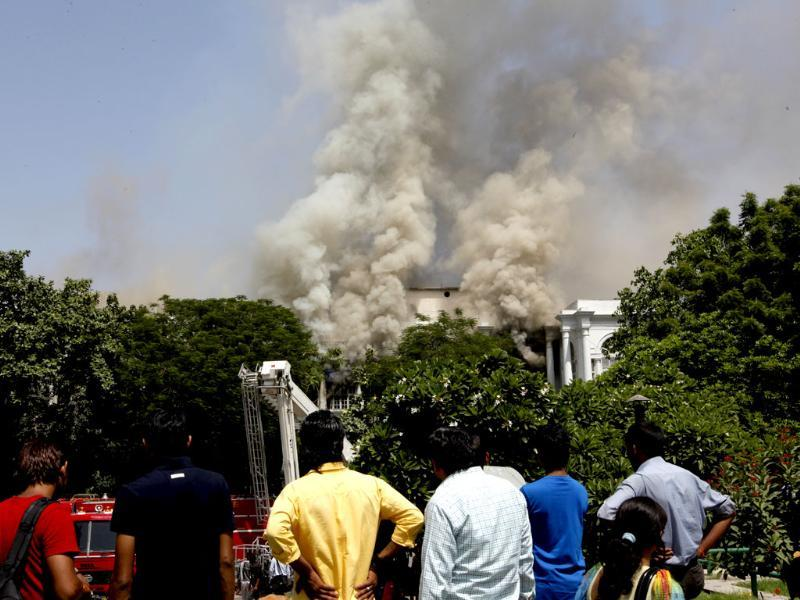 A massive fire breaks out at Rama Building in Connaught Place block A in New Delhi. (HT photo)