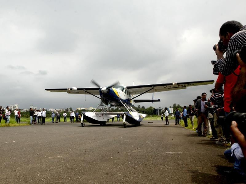 First commercial seaplane from Mumbai to Pawanana Dam flags off. The seaplane is a 9-seater, which reaches Lonavala from Mumbai in approximately 26 minutes flying at the height of 5000feet. (HT photo)