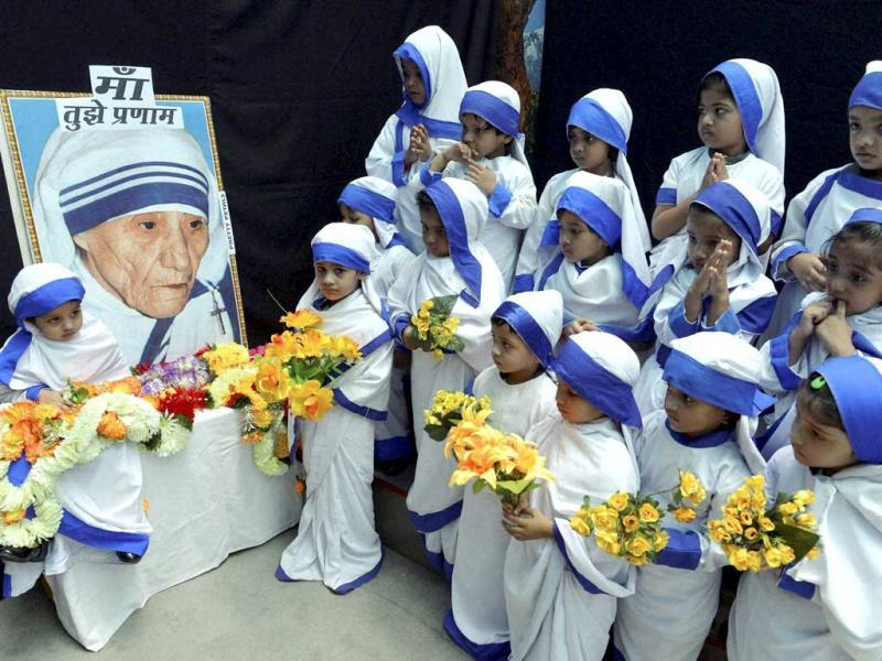 Children dressed as Mother Teresa offer prayers on the occaision of her birth anniversary, in Bhopal on Tuesday. (PTI photo)
