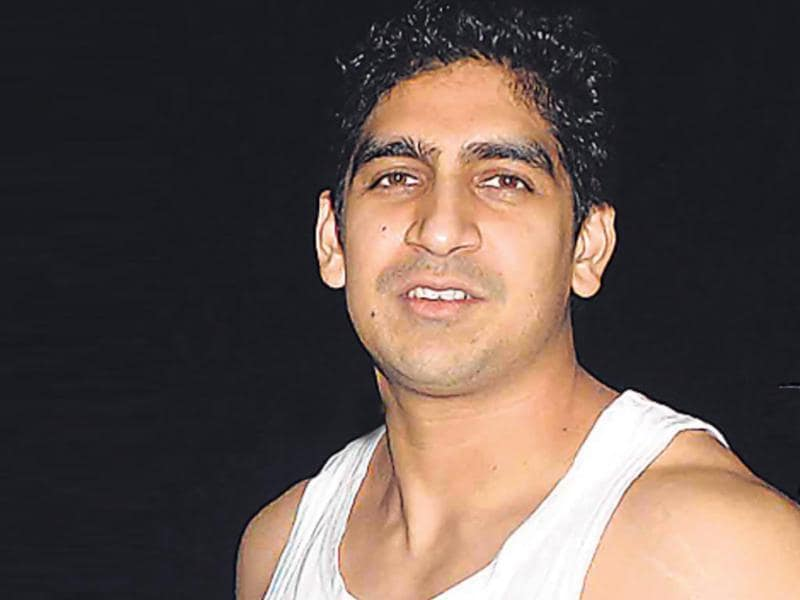 Wearing just a vest over trousers, Ayan Mukerji looked more like a rapper than a Bollywood filmmaker at Mumbai airport. (HT photo)
