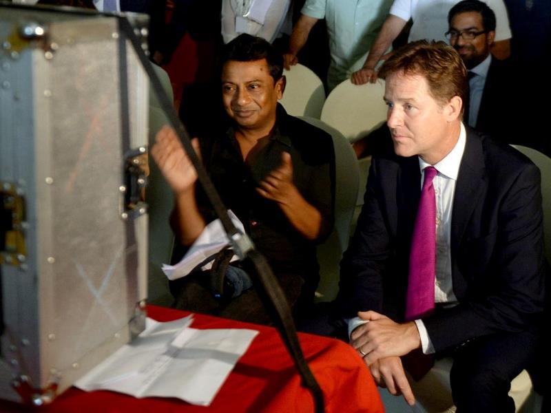 British Deputy Prime Minister Nick Clegg and film director Onir watch a shot being filmed for Veda in Mumbai on August 26, 2014. (AFP Photo)