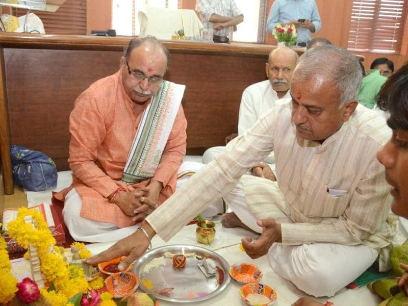 MP BJP president Nand Kumar Singh Chouhan performs puja before taking charge as the president, in Bhopal on Wednesday. (Praveen Bajpai/HT photo)