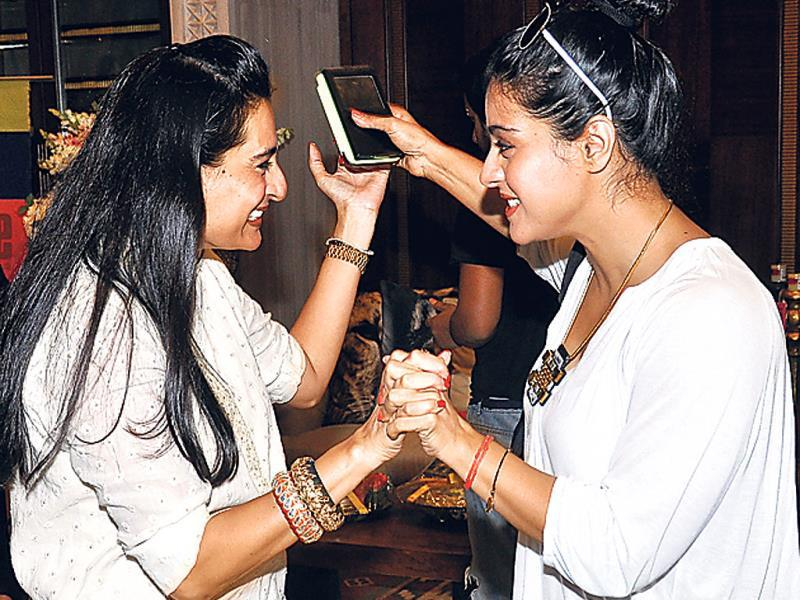 Mana Shetty and Kajol were at a charity event in Mumbai. And from the looks of it, the duo seems to have met after a long time. (Photo: Prodip Guha)