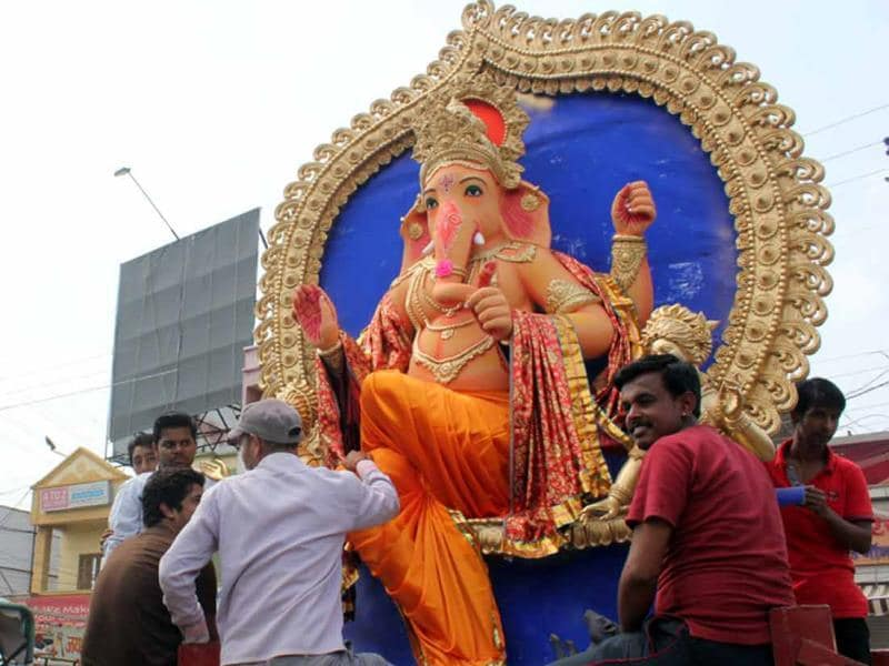 A Ganesh idol being taken for installation in Indore on Friday. (Shankar Mourya/HT photo)