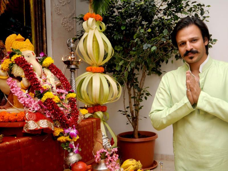 Vivek Oberoi during the Ganesh Chaturthi celebrations at his residence in Mumbai on August 29, 2014. (IANS)